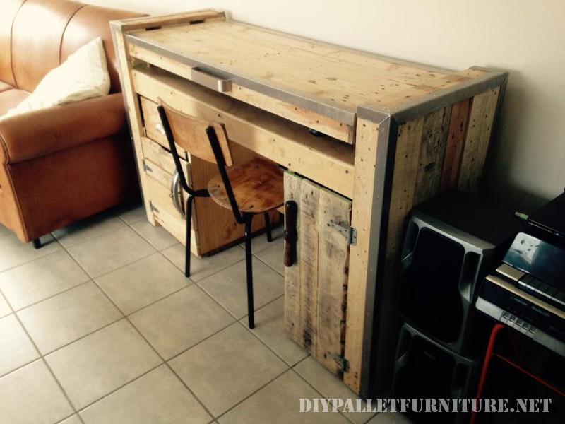 tavolo pieghevole con un PC 2