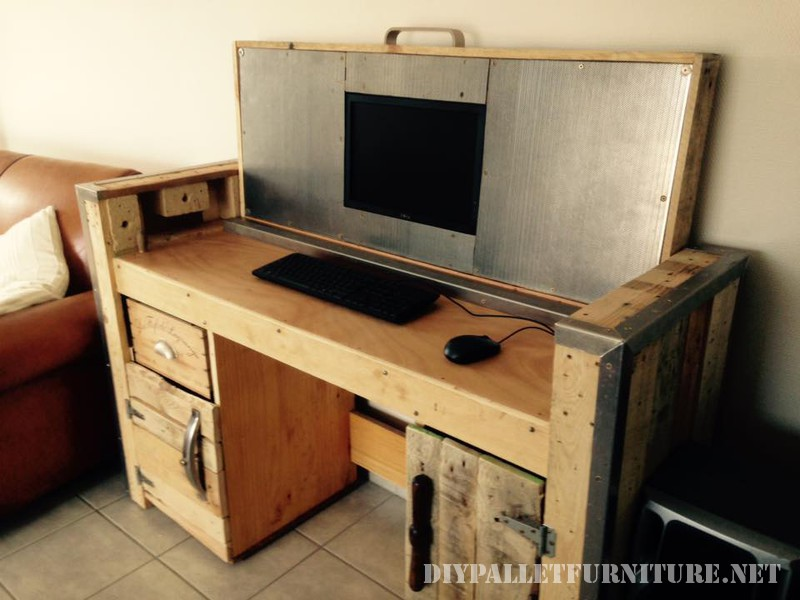 tavolo pieghevole con un PC 3