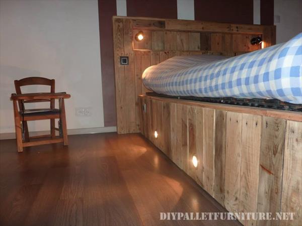 Letto realizzato con tavole pallet e un materasso 5