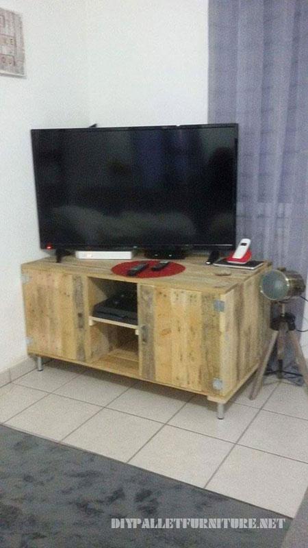Mobile TV con i pallet 1