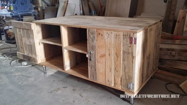 mobile tv con i palletmobili con pallet mobili con pallet. Black Bedroom Furniture Sets. Home Design Ideas