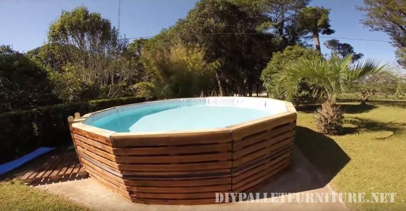 Video di come costruire una piscina con pallet 1