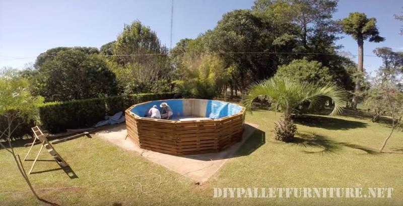 Video di come costruire una piscina con pallet 3
