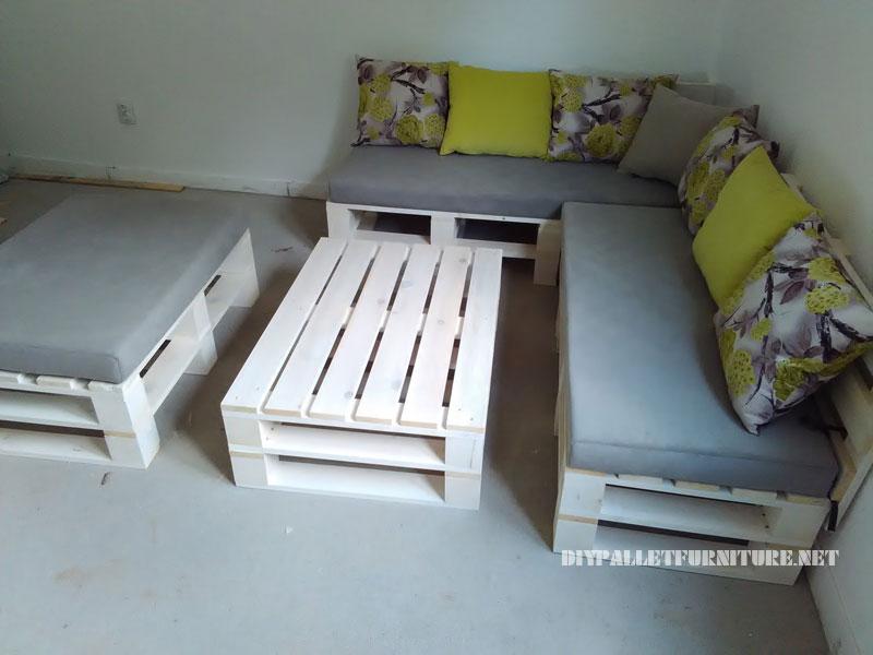 divano Pallet, puff e tavolo trasformabile in letto 2