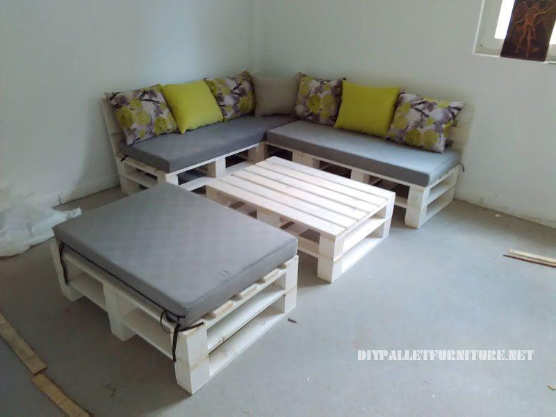 Divano pallet puff e tavolo trasformabile in letto for Puff divano