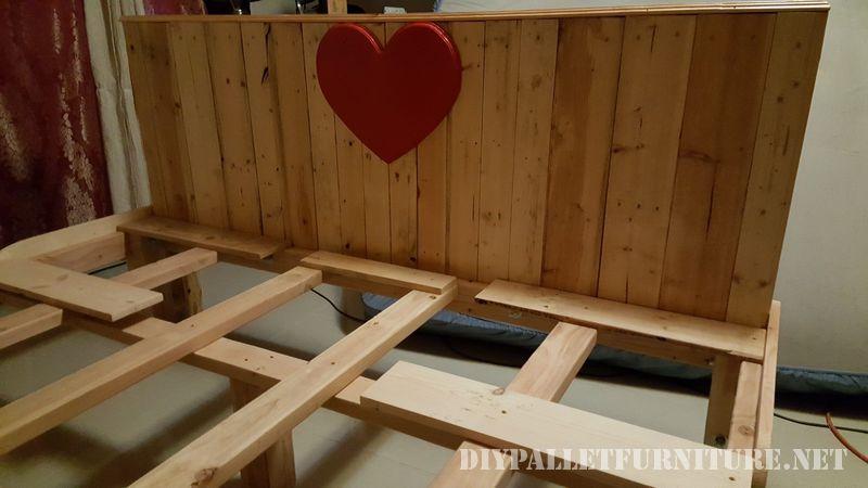 Romantico letto realizzato con pallet 3