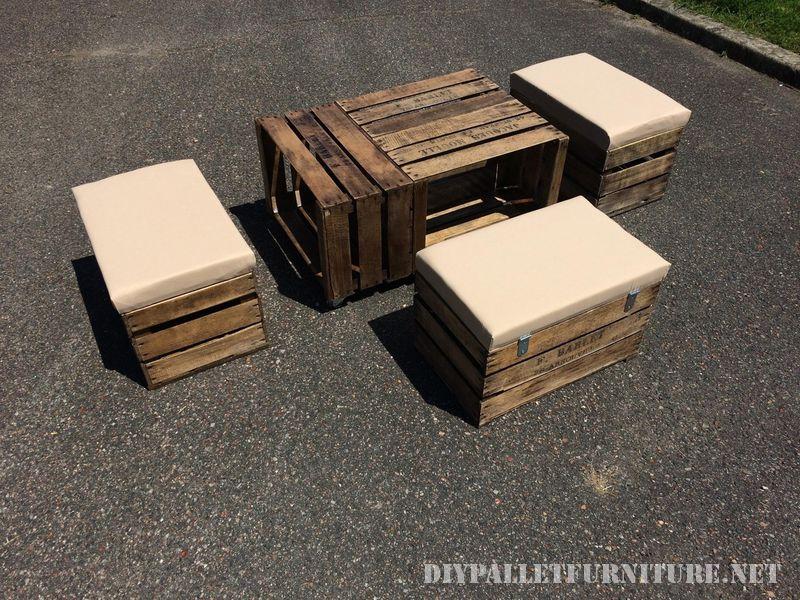 Tavolo e sgabelli con cassette per la fruttamobili con pallet