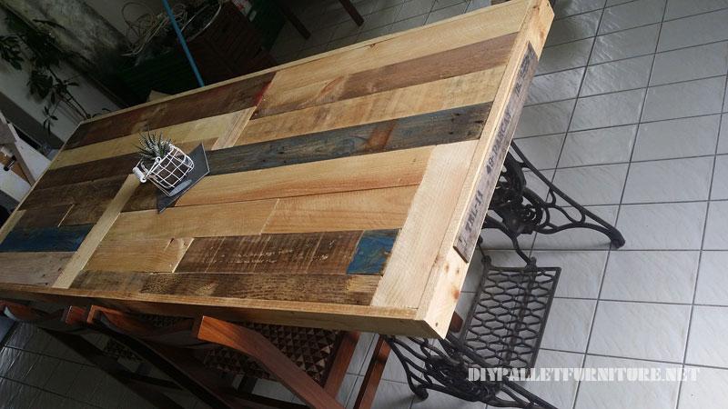 Tavolo realizzato con pallet e 2 macchine da cucire 3