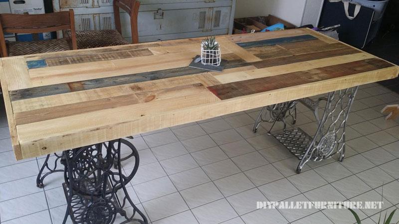 Tavolo realizzato con pallet e 2 macchine da cucire 4