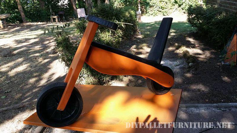 bicicletta-giocattolo-con-pallet-1