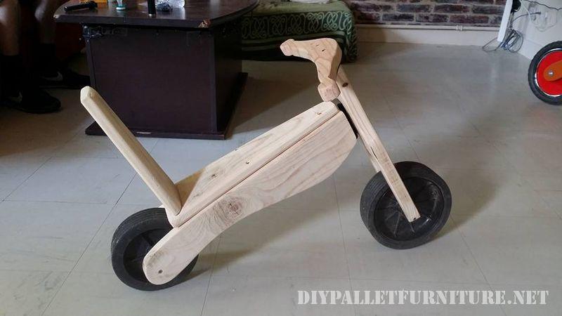 bicicletta-giocattolo-con-pallet-2