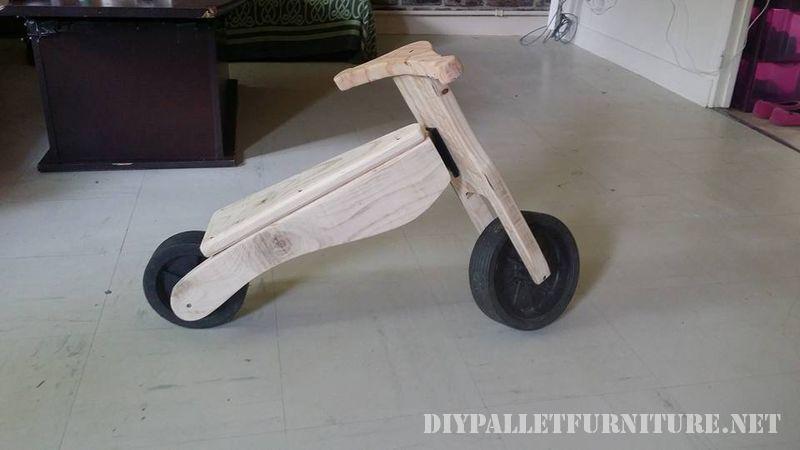 bicicletta-giocattolo-con-pallet-3