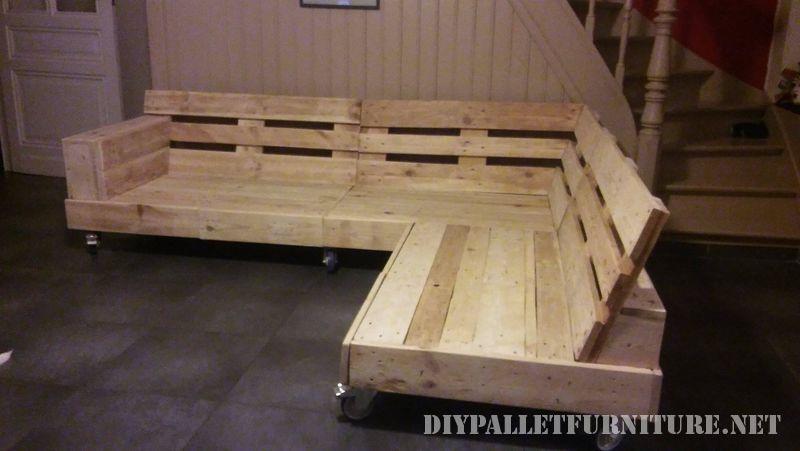 interessante-divano-costruita-con-pallet-1