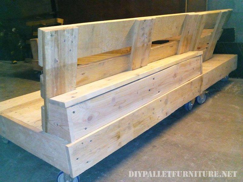interessante-divano-costruita-con-pallet-5