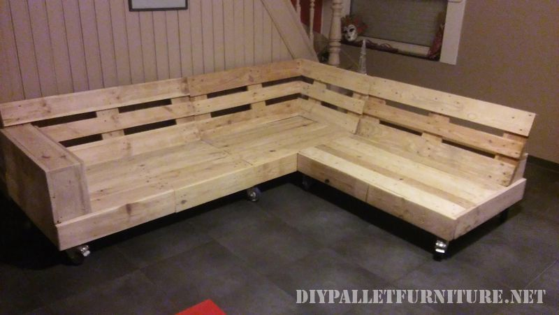 interessante-divano-costruita-con-pallet-6