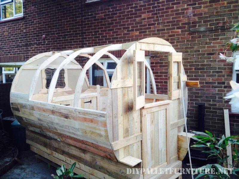 caravan-realizzato-con-il-999-tavole-pallet-1