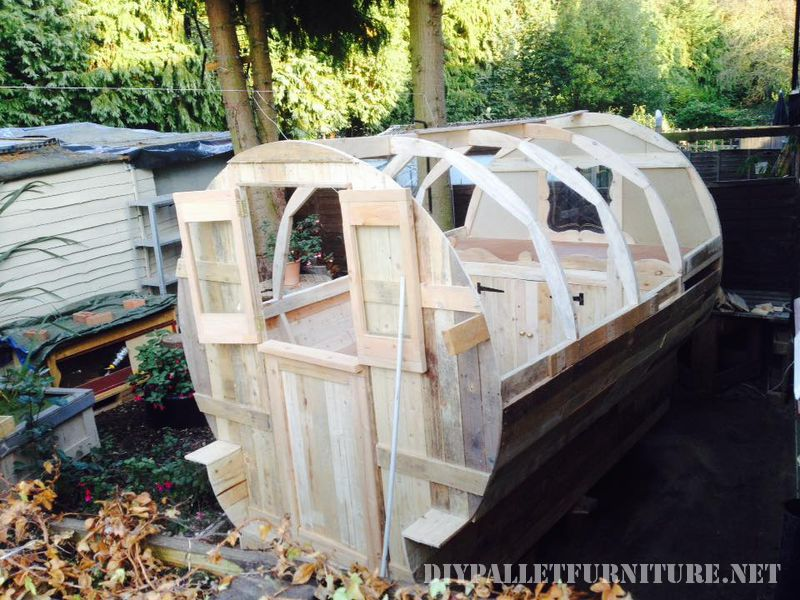 caravan-realizzato-con-il-999-tavole-pallet-2
