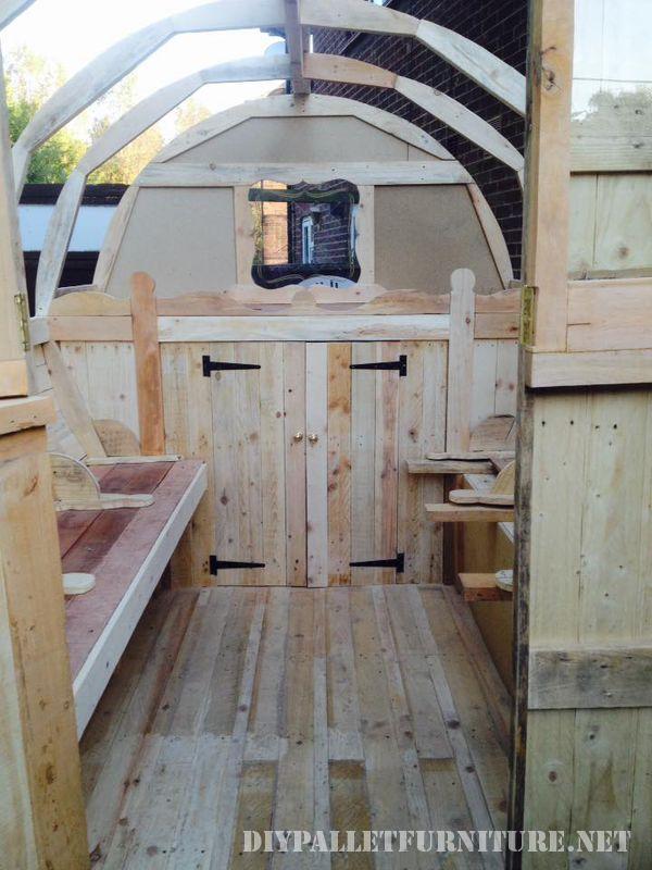 caravan-realizzato-con-il-999-tavole-pallet-3