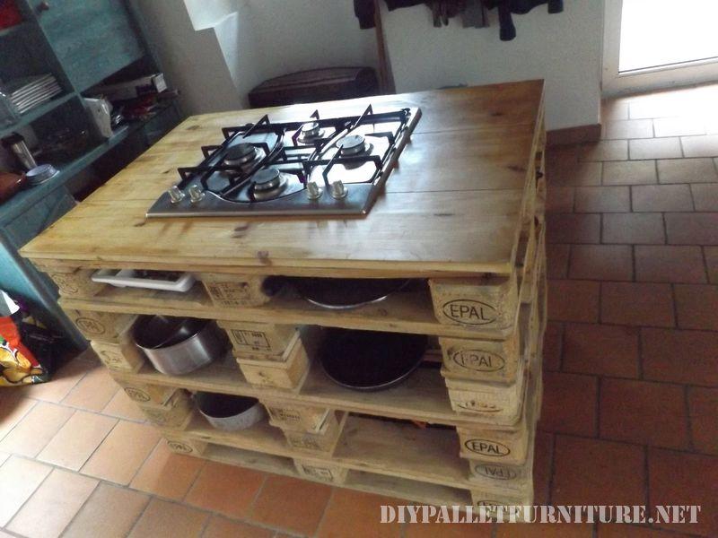 controsoffitto-della-cucina-con-una-stufa-fatta-di-pallet-1