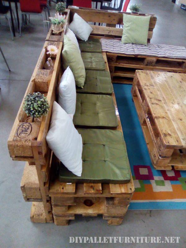 divano-e-salotto-tavolo-fatto-con-i-pallet