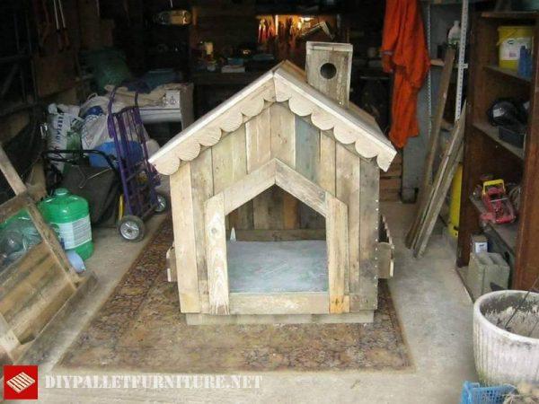 Piccola casa per i cani con palletmobili con pallet for Piccola casa con avvolgente portico
