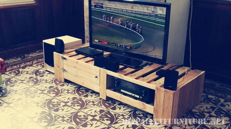 supporto-per-tv-con-pallet-1