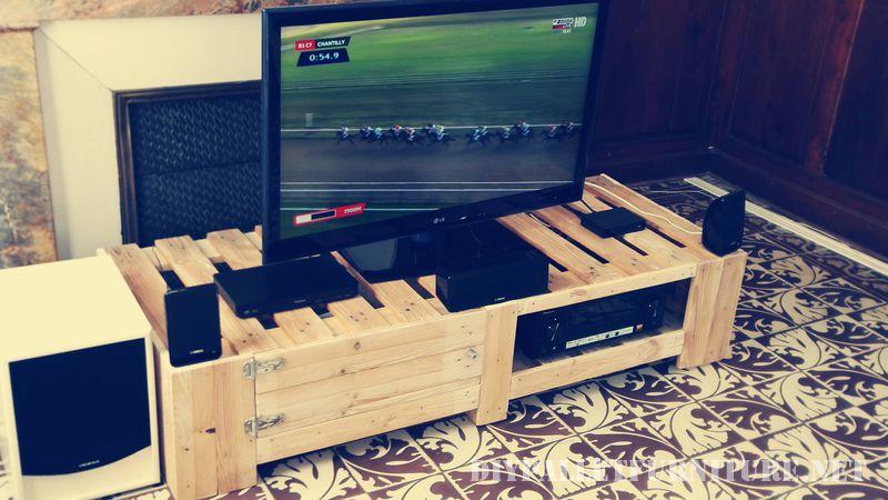 supporto-per-tv-con-pallet-2Mobili con Pallet  Mobili con Pallet