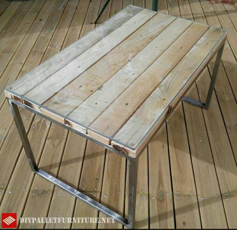 tavola-con-struttura-in-acciaio-e-pallet-1