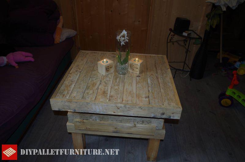 tavola-e-lampadari-realizzati-con-pallet-1