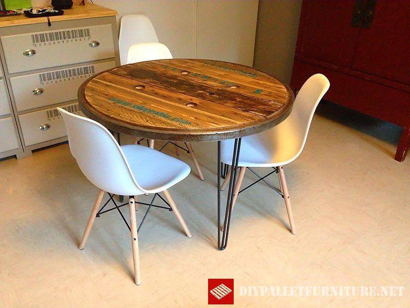tavola-utilizzando-la-parte-superiore-di-una-bobina-di-legno-1