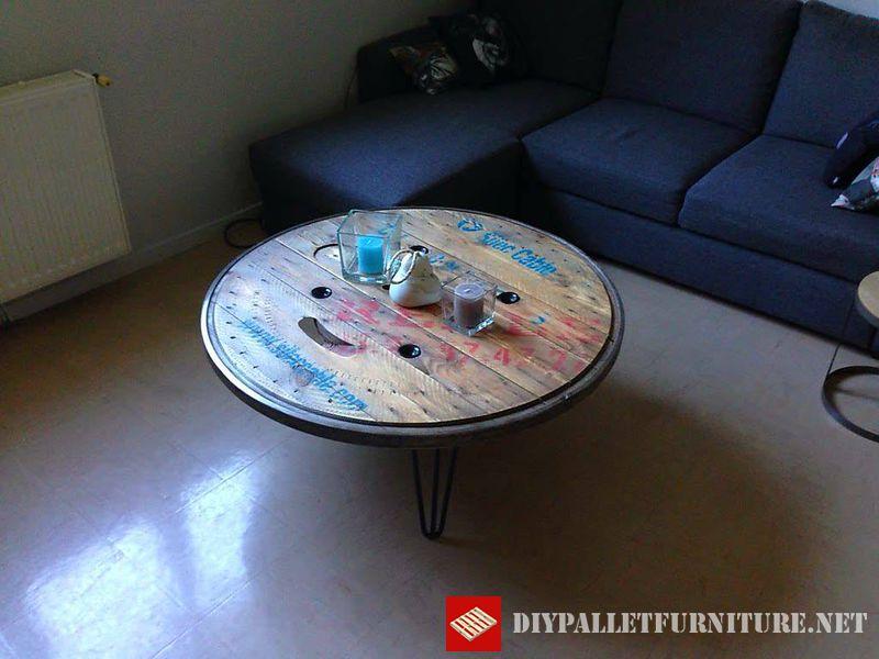 tavola-utilizzando-la-parte-superiore-di-una-bobina-di-legno-2