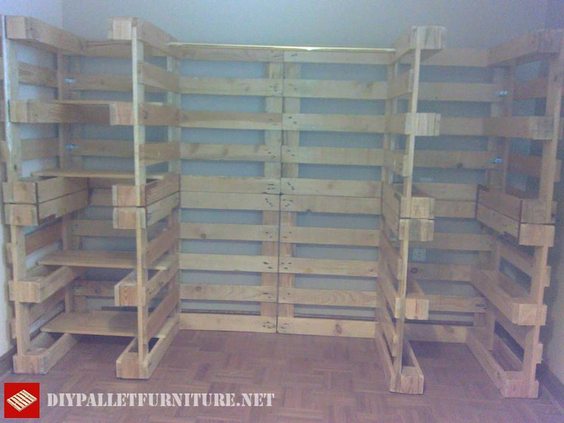 Vestiti organizer fatta con pallets 4mobili con pallet - Armarios hechos con palets ...