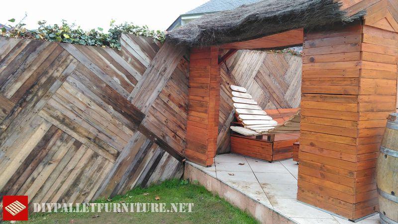 muro-e-chill-out-spazio-con-pallet-1