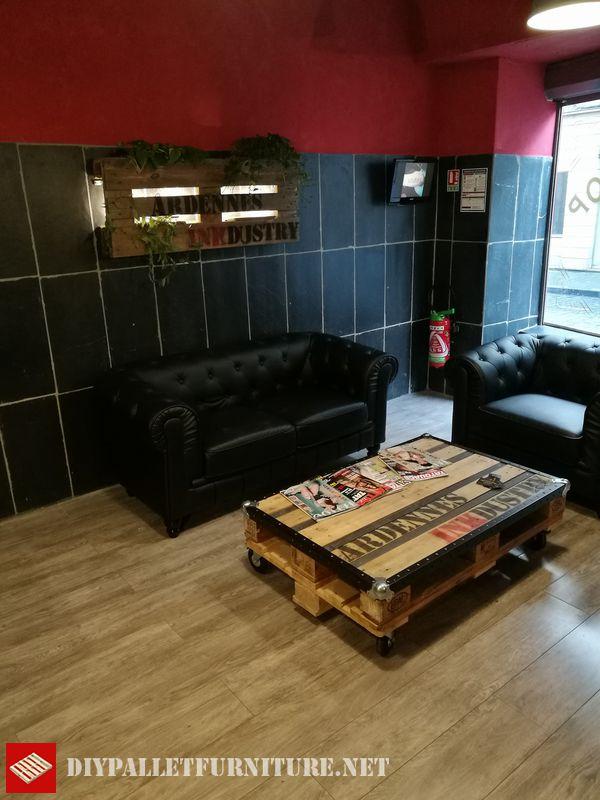 Sala d'attesa Arredato con palletMobili con Pallet  Mobili con Pallet
