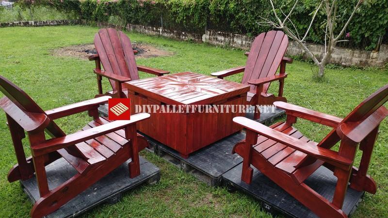 Sedie Americane Da Giardino.Sedie Adirondack E Tavolo Per Il Giardinomobili Con Pallet Mobili