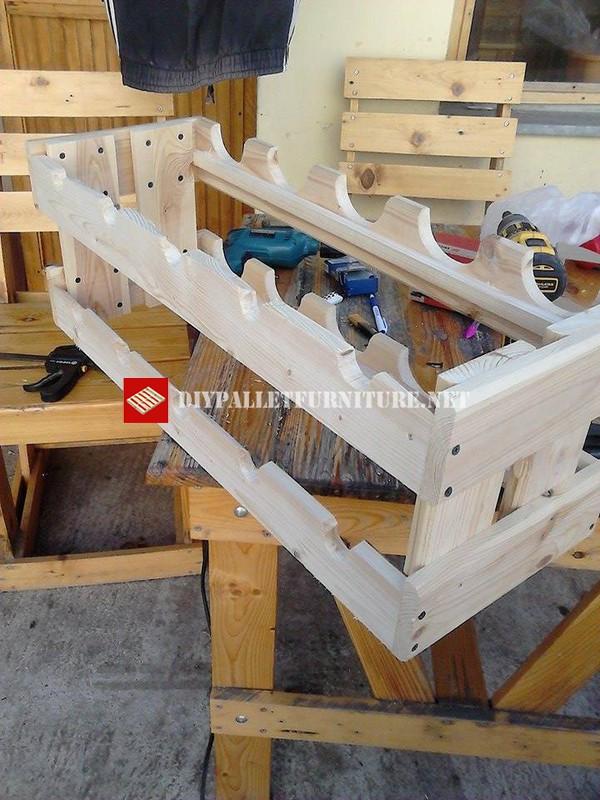 Portabottiglie semplice costruito con assi di palletmobili for Semplice software di progettazione di mobili