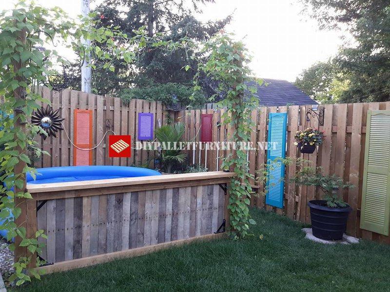 Separatore per piscina e giardinomobili con pallet for Piscina in un giardino piccolo
