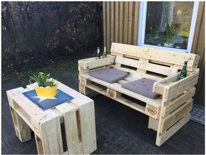 Panca da esterno con tavolomobili con pallet mobili con for Panca pallets