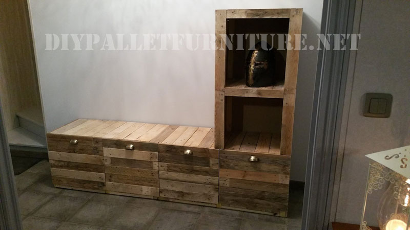 Mobili per il salotto costruita di tavole palletMobili con Pallet ...